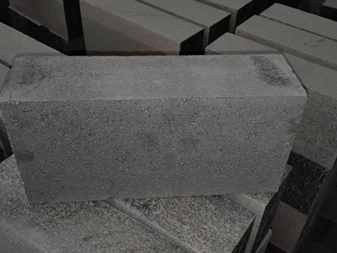 Silicon carbide refractory bricks